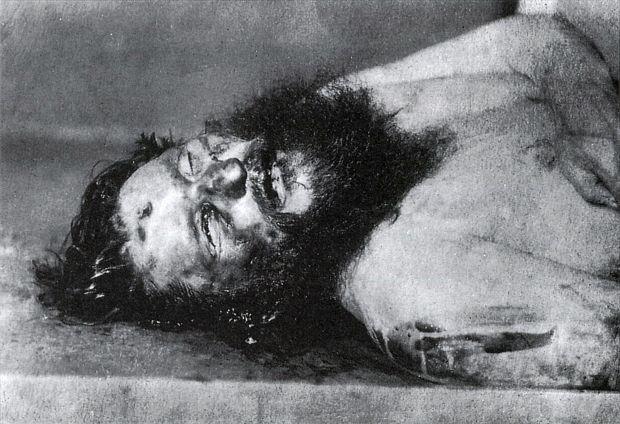 O fotografie post-mortem arată gaura de glonț din fruntea lui Rasputin. Foto: wikimedia.org