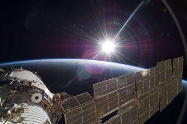 Sspațiul cosmic - Culoarea Soarelui