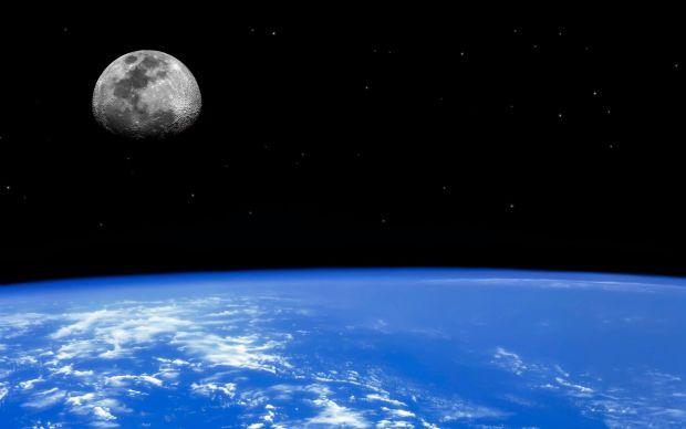 Spatiul cosmic - Partea intunecata a lunii