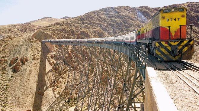 cele mai periculoase căi ferate din lume - Tren a las nubes