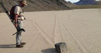 Un fenomen unic: Misterul pietrelor mișcătoare din Valea Morții