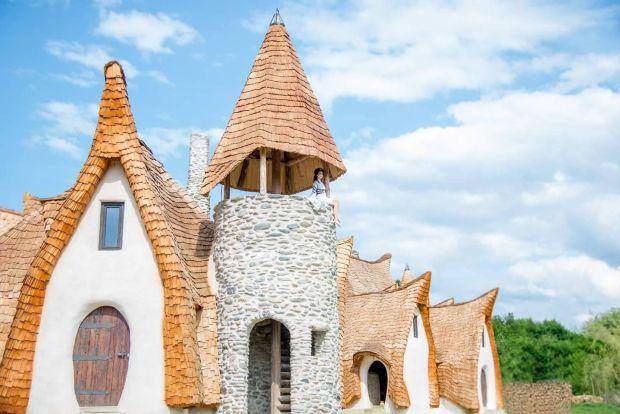 Castelul de Lut din Valea Zânelor