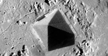 """Ce caută CIA pe Marte? Rapoartele din 1984 menționează """"piramide"""", """"apeducte"""" și """"un obelisc de piatră"""""""